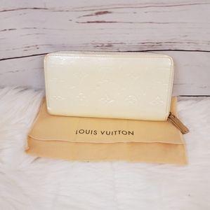 Auth Louis Vuitton Vernis Cream Long Zippy Wallet
